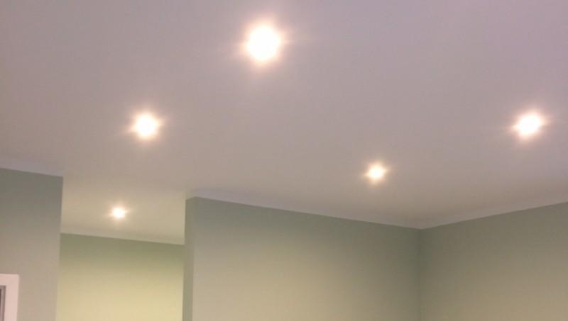 Bevorzugt LED-Spots (Einbaustrahler) selbst in der Decke einbauen AH82