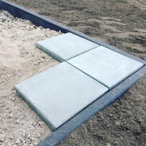 Provisorisch ausgelegte Terrassenplatten